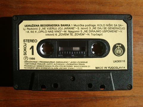 Eine Audiokassette mit jugoslawischen Volksliedern als Werbegeschenk